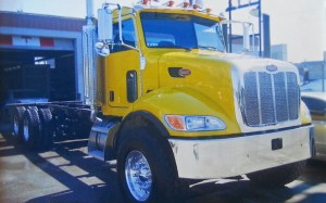 2009 Semi Truck Yellow